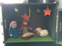 """kerststal uit """"Haak je eigen kerststal"""" Van Christel Krukkert - Stal gemaakt door de kids en mezelf :)"""
