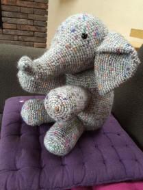 Olifantastisch voor de jongste uit het gezin - die denkt een olifant te worden